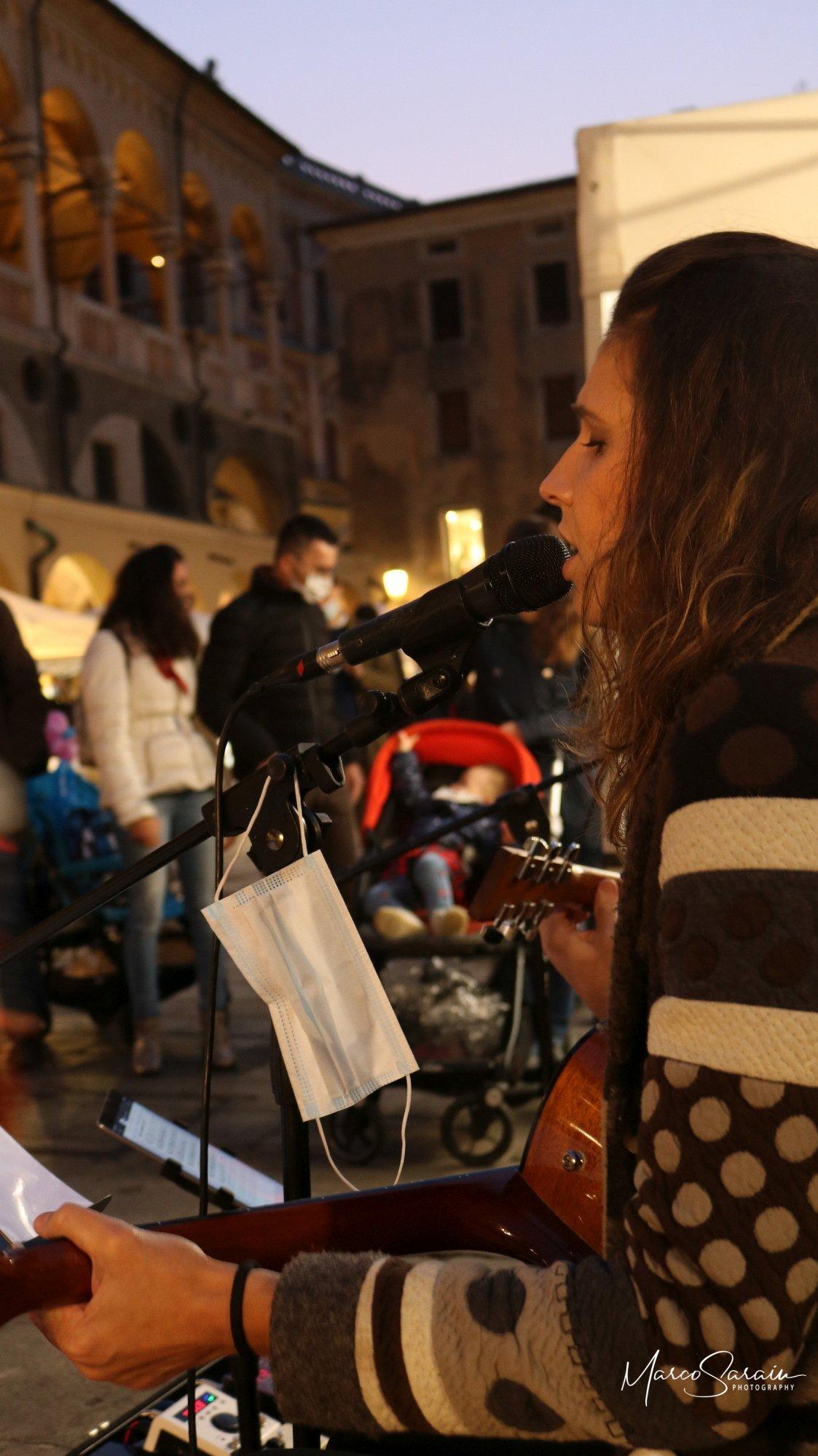 Waves Giulia Mazzali e Fabio Palmitesta - Piazza della Frutta 2020